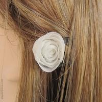 Barrette cheveux noire et rose blanche